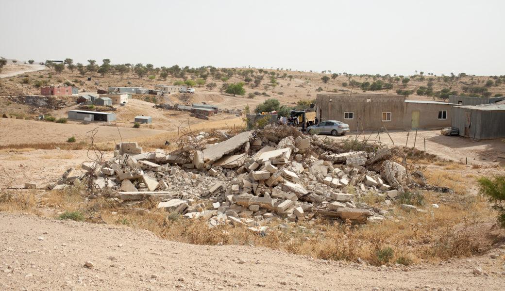 ארמון המלך וכוך הזקנה: מוחקים כפר בדואי לא מוכר, מקימים ישוב יהודי