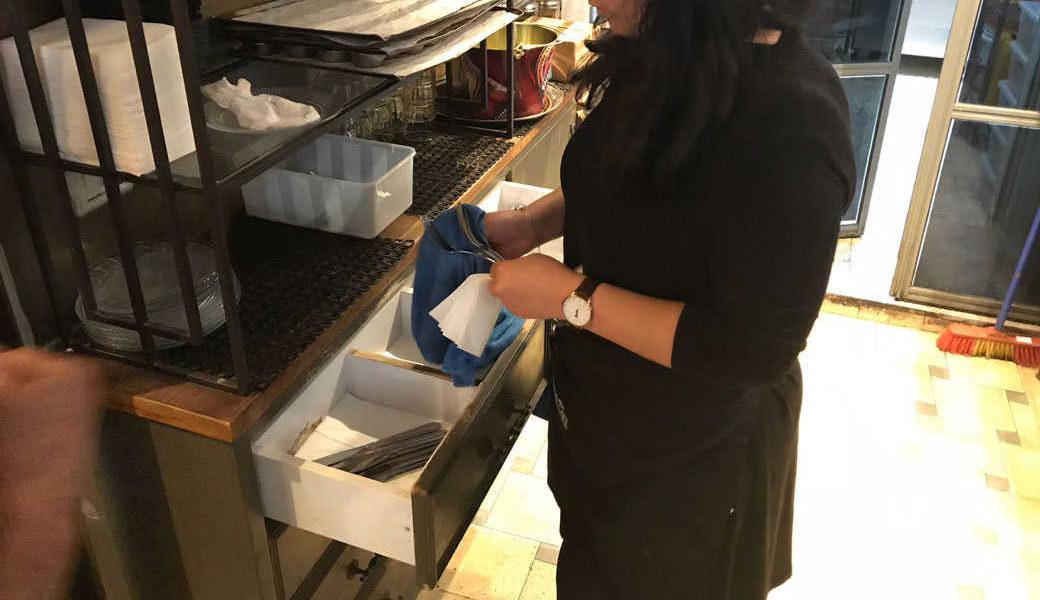 מ-1 בינואר: טיפים ייחשבו חלק משכר המלצרים
