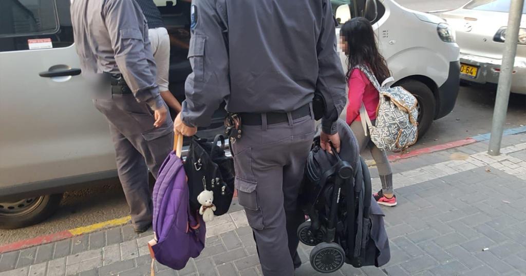 מעצר אחת המשפחות. הבוקר