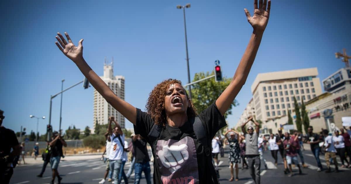 המאבק האתיופי, הפגנות בירושלים בקיץ האחרון | צילום: יונתן זינדל, פלאש 90 (למצולמת אין קשר לכתבה)