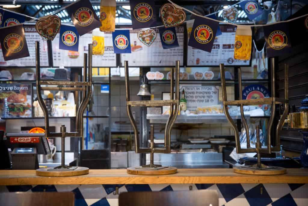 מסעדה תל אביבית סגורה בימי הקורונה | צילום: מרים אלסטר, פלאש90